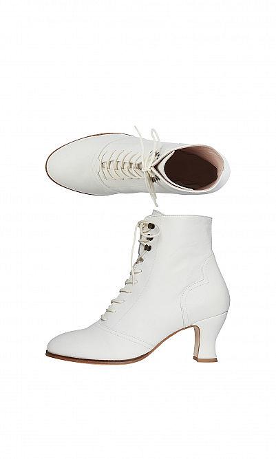 Clio white boots