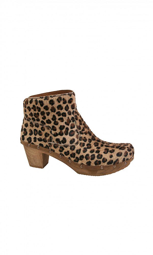 leopard clog
